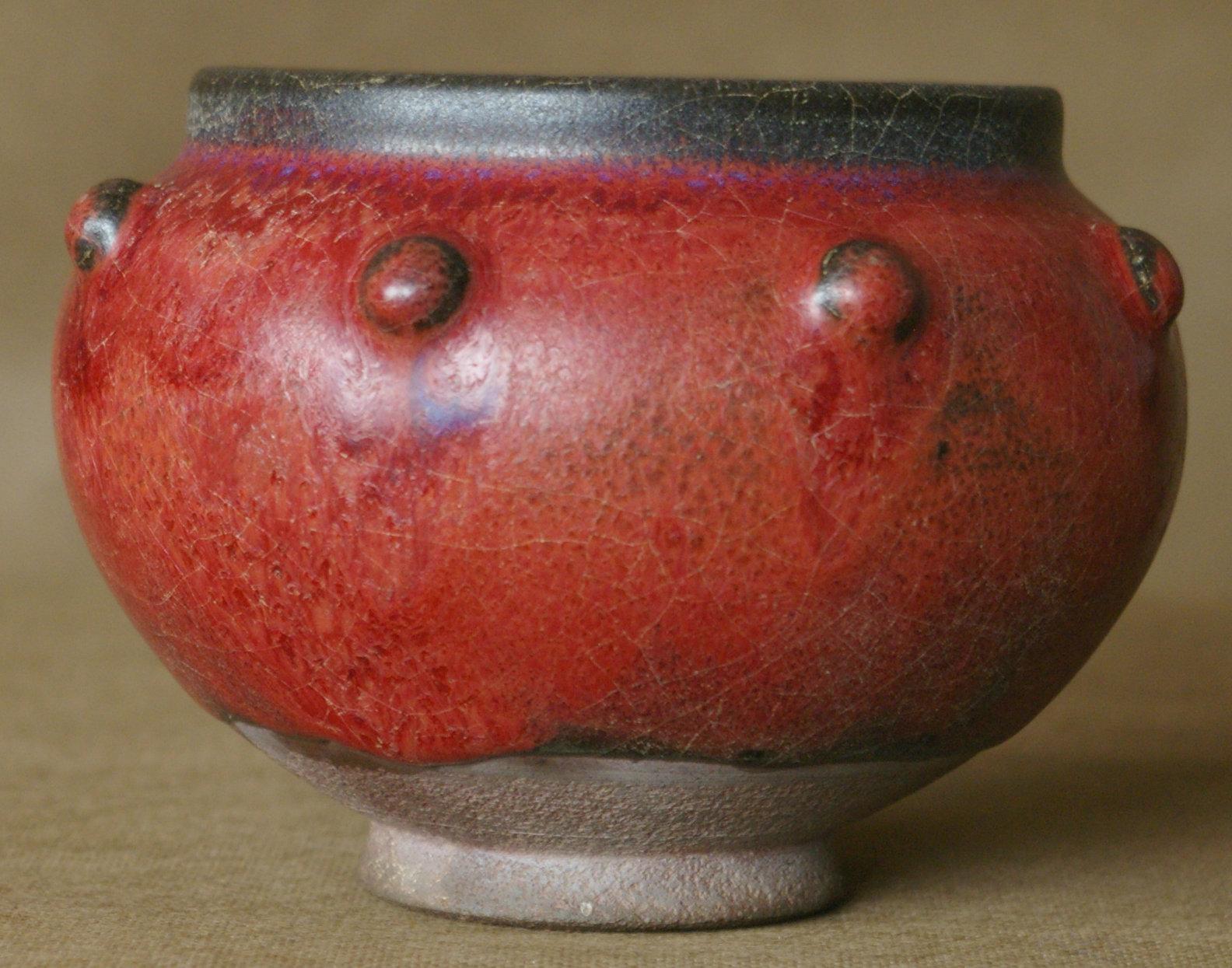 红釉八角罐