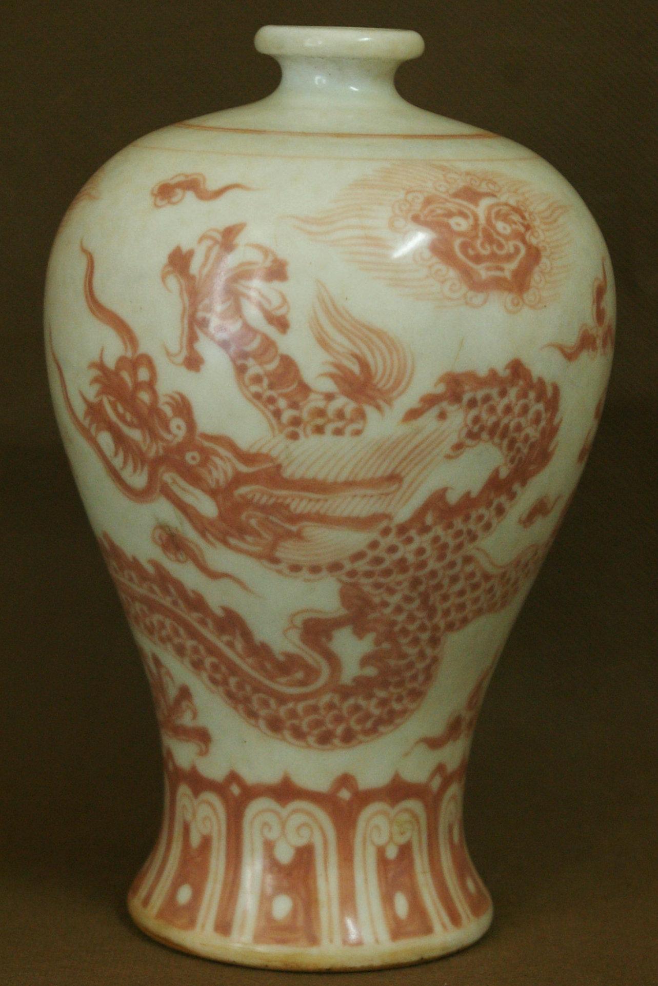 永乐款梵红龙纹梅瓶