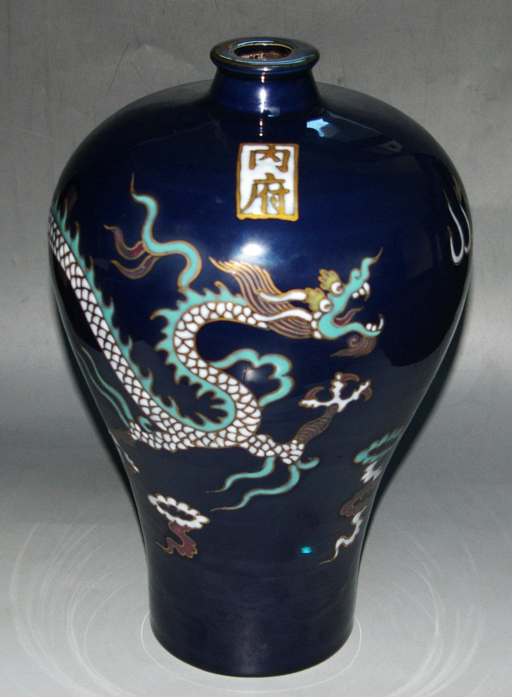 蓝釉五彩描金梅瓶
