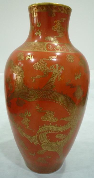釉里红描瓶金龙