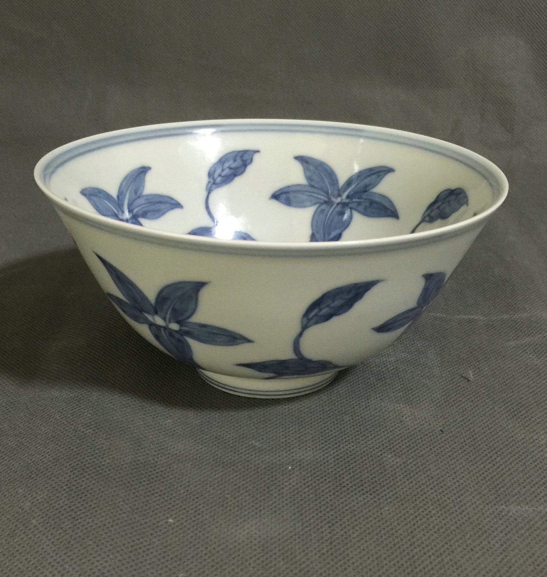 青花花卉纹碗