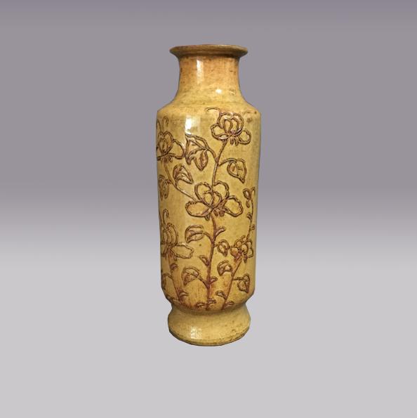 黄釉立粉花蝶纹瓶
