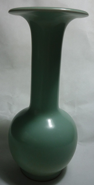 龙泉窑长颈撇口瓶