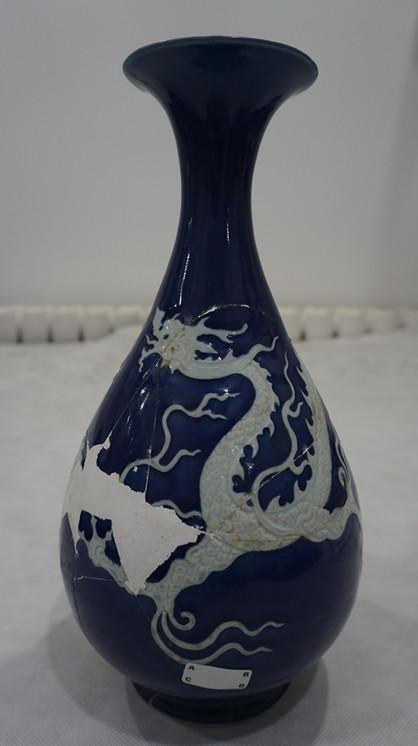 霁蓝釉龙纹玉壶春瓶