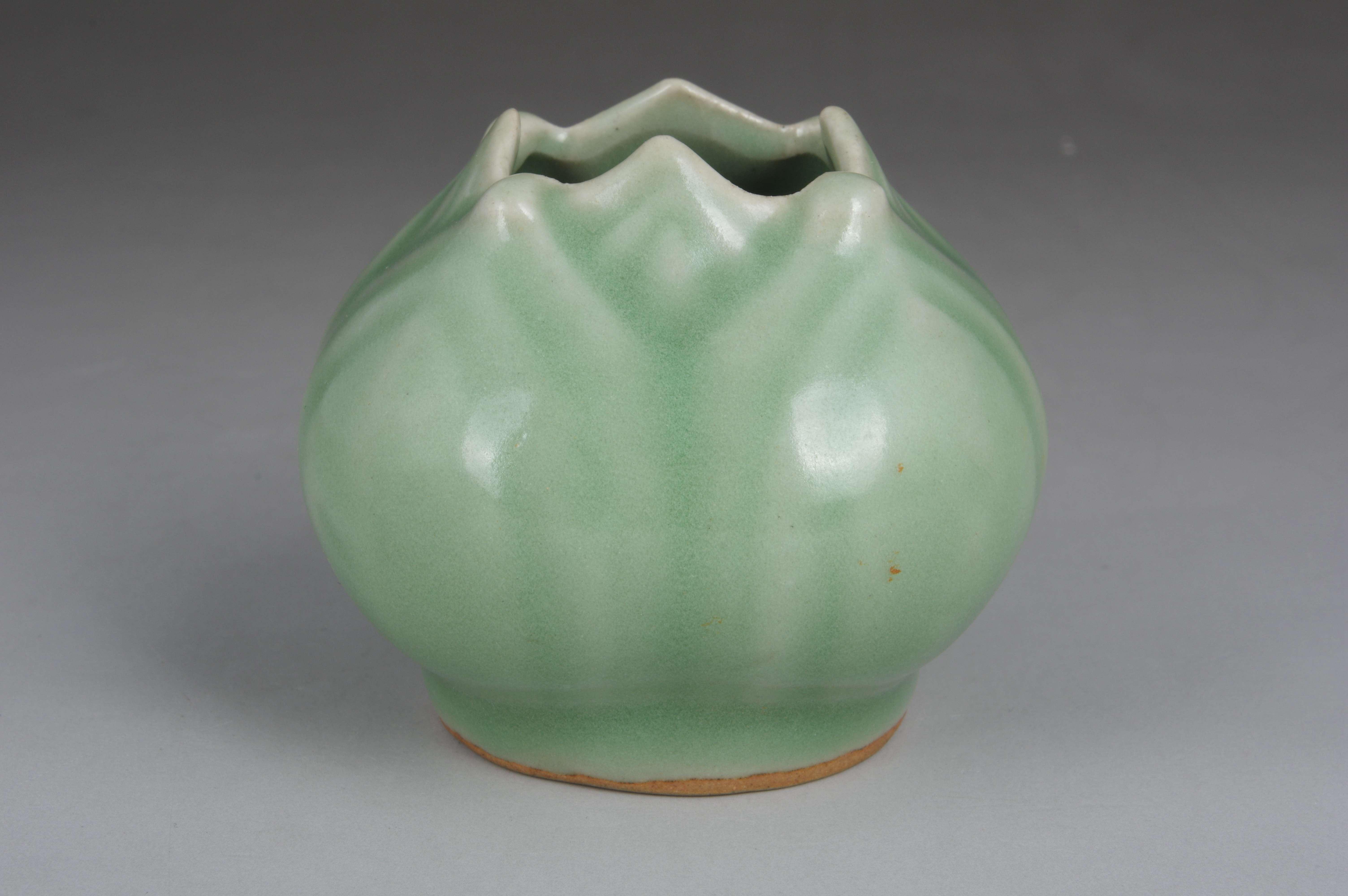 龙泉窑青釉水盂